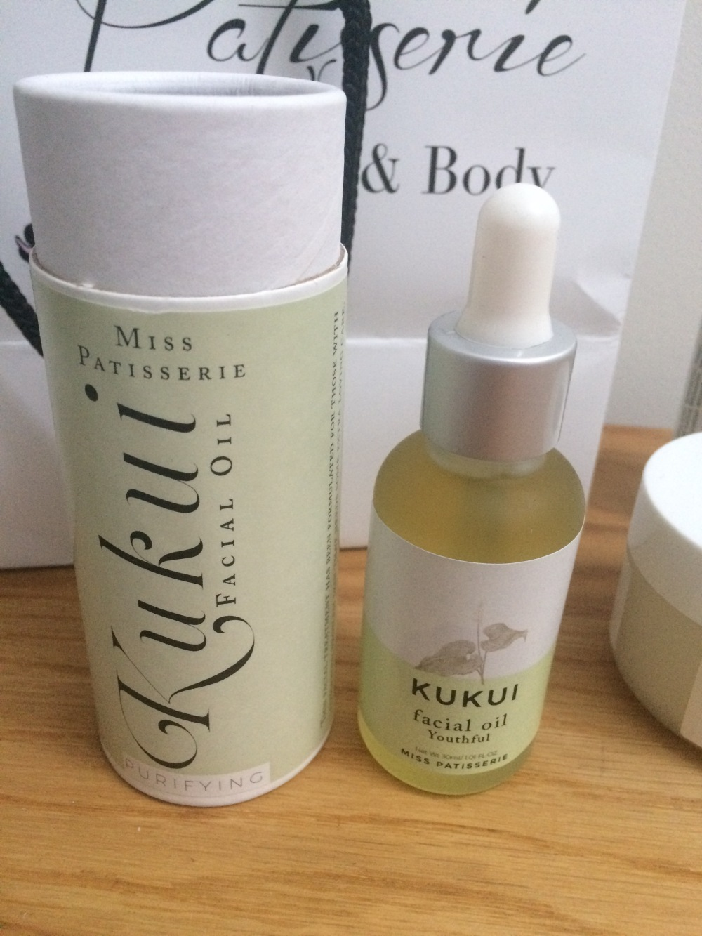 miss-patisserie-cardiff-review-natural-vegan-cf-skincare- kakui- oil