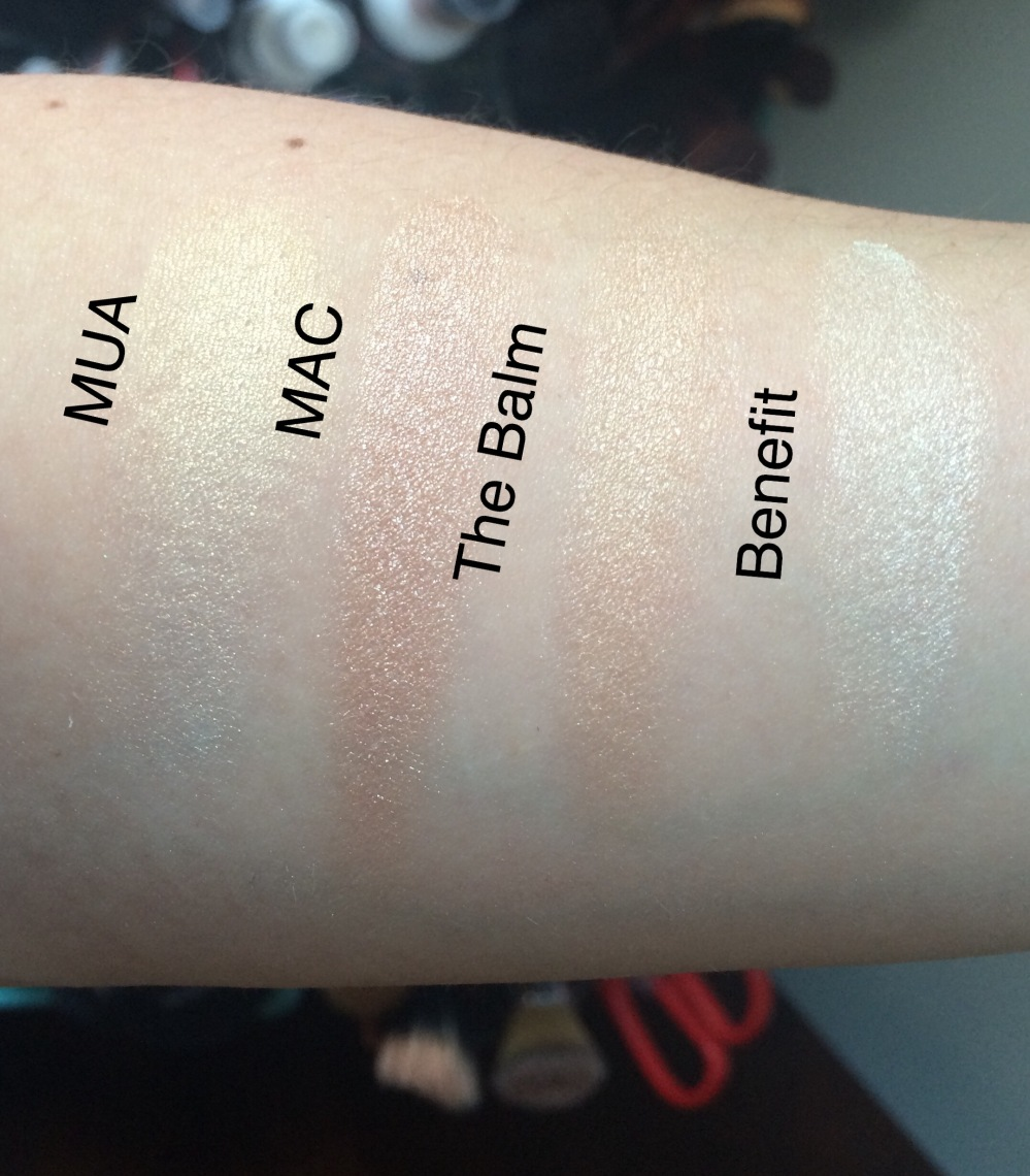 powder-highlighter-Swatches-Undress-your-skin-soft-and-gentle-maryloumaniser-