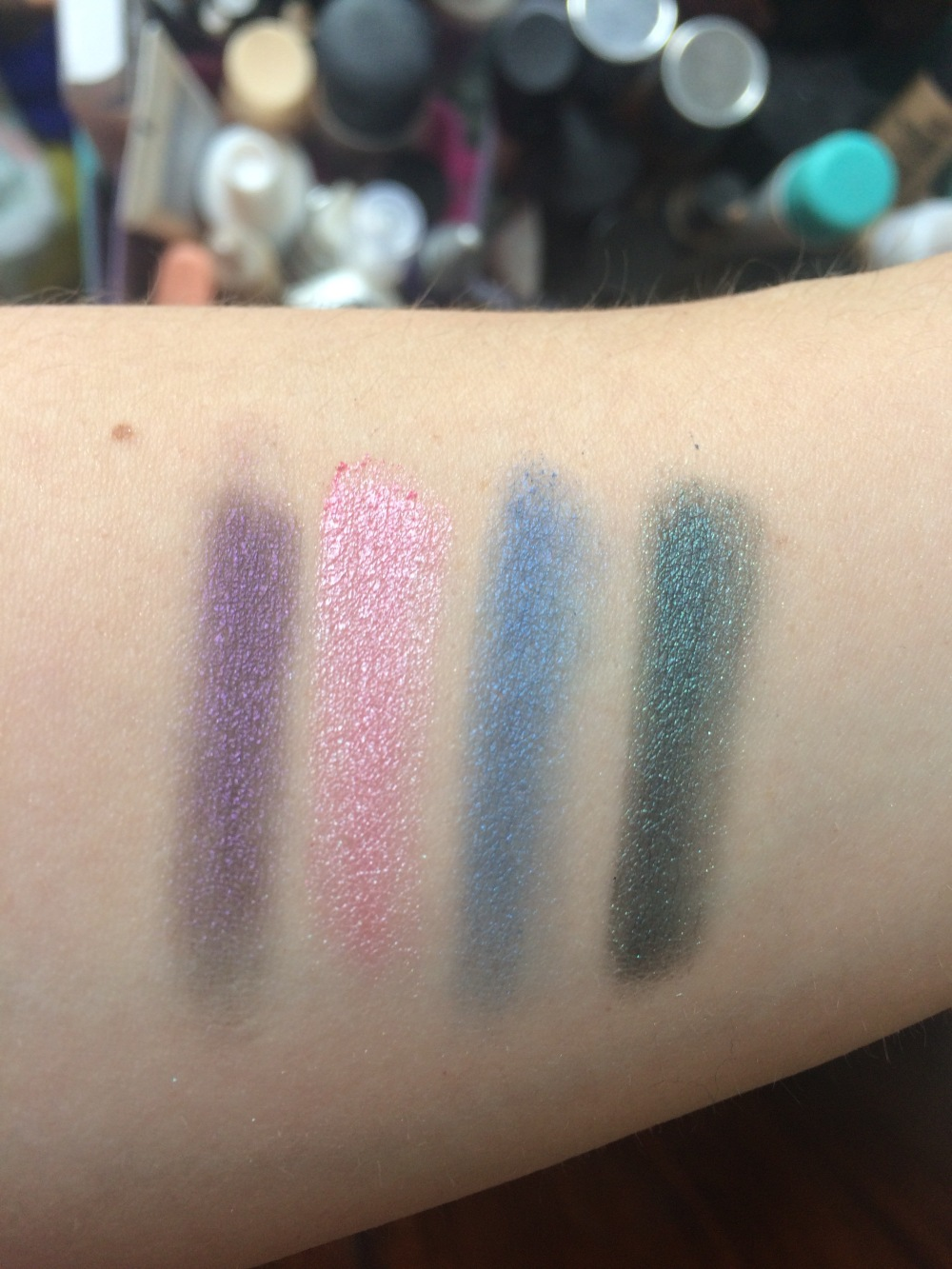 freedom-pro12-dreamcatcher-eyeshadow-palette-review-swatches