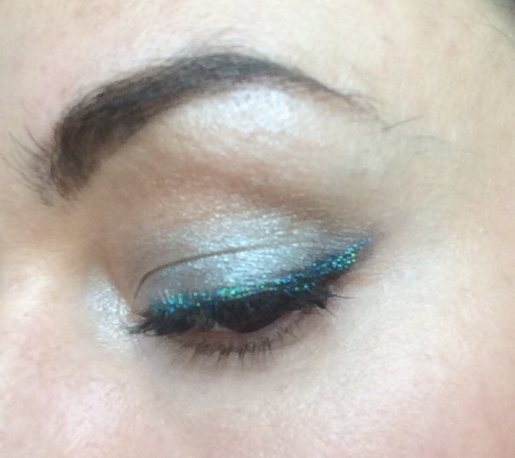 collection-glam-crystals-glitter-eyeliner-funk-le-freak-green-worn