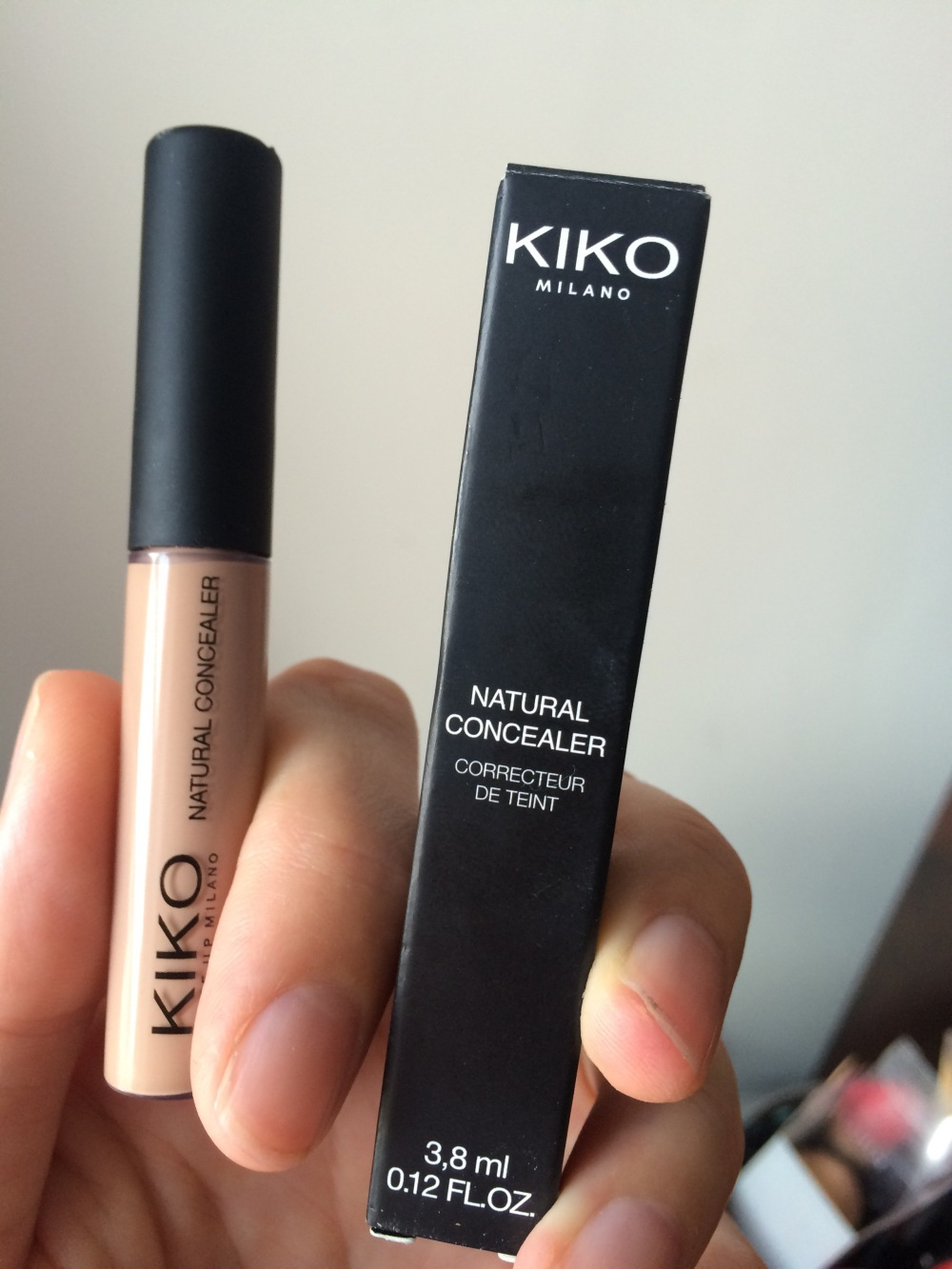 kiko- natural-concealer-shade-03-medium-packaging