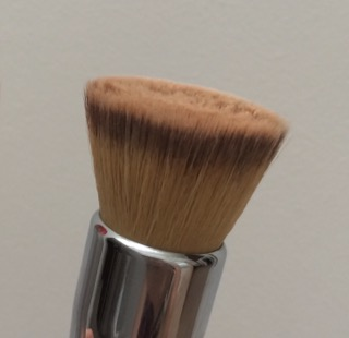 foundation application flat top stippling blending brush  space nk