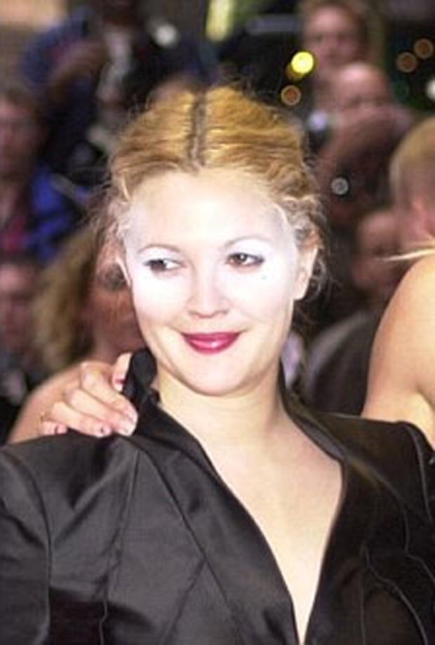 drew barrymore looking funny with unblended powder after baking