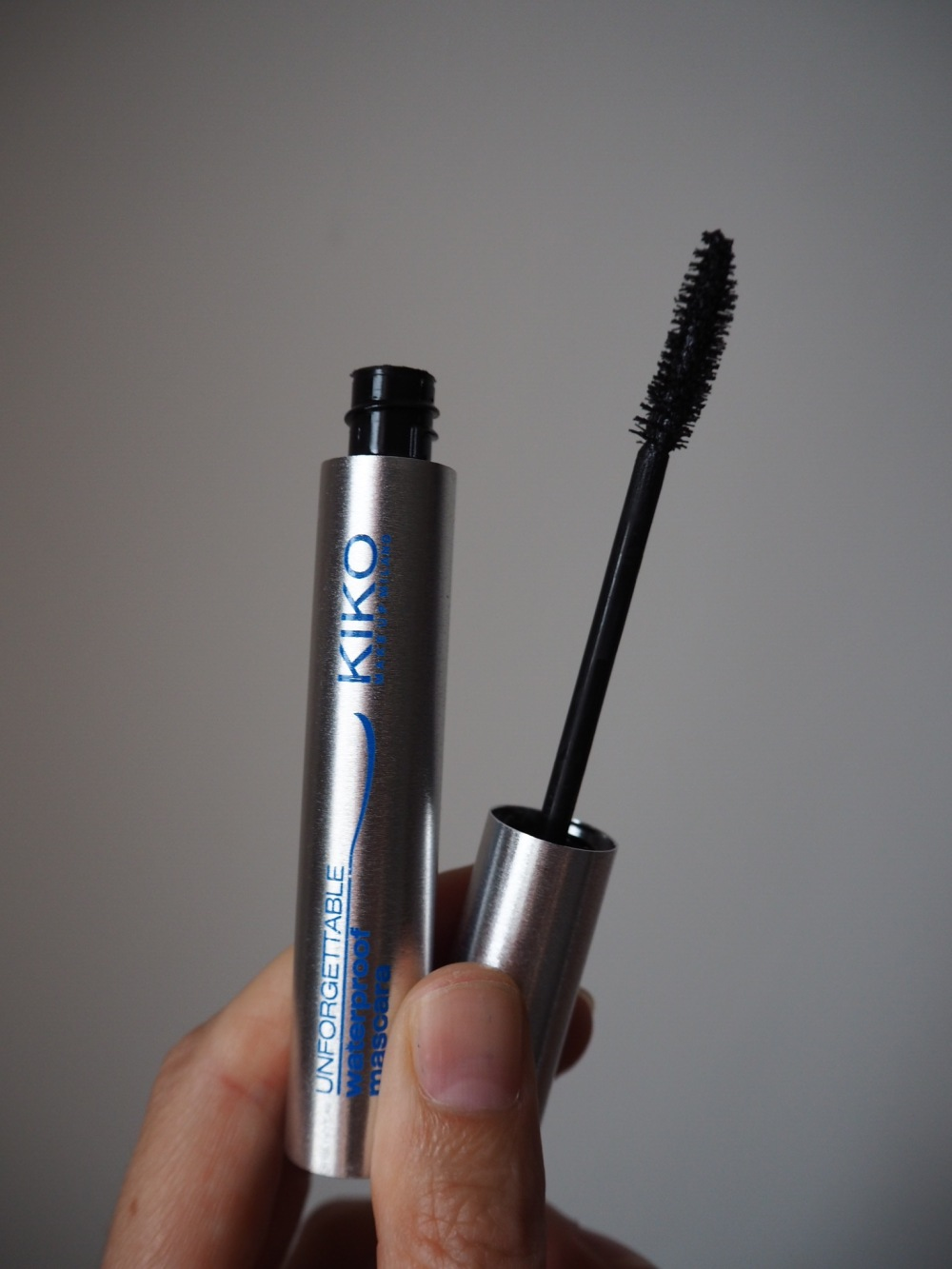 unforgettable waterproof mascara by kiko packaging and brush