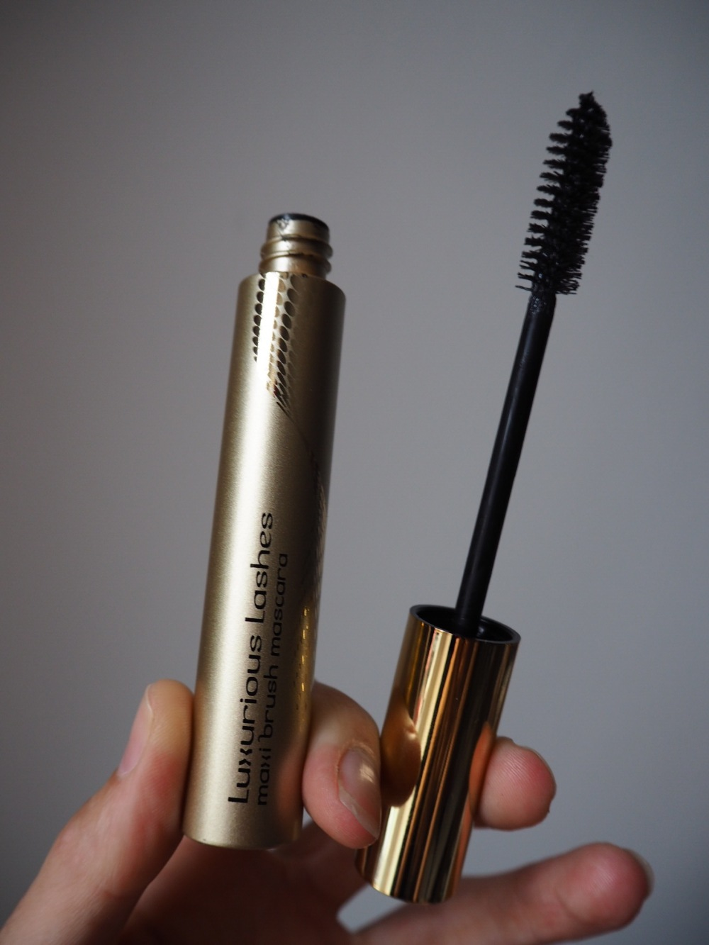 luxurious lashes mascara by kiko packaging and brush