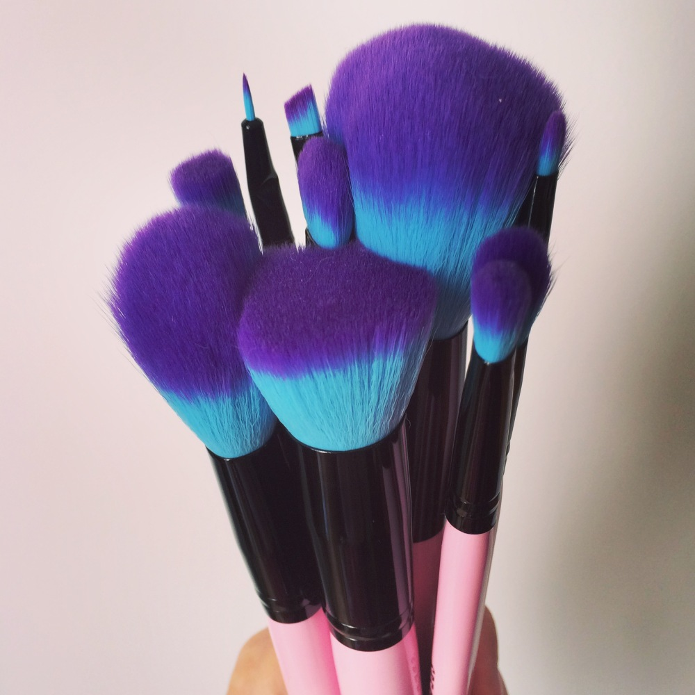 Christmas gift ideas for women. Several brushes held in a fist like a bouquet